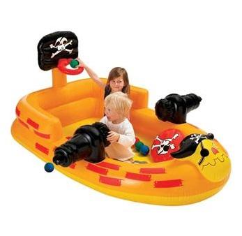 Piscininha para brincar de pirata no verão