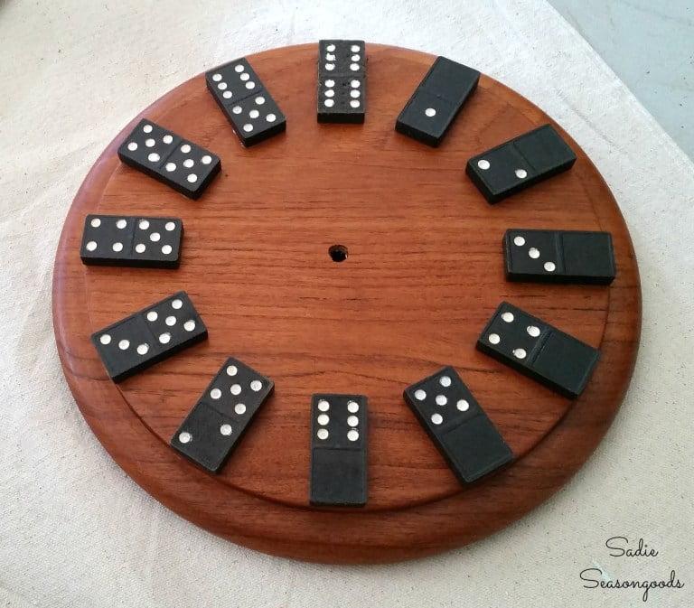 Relógio DIY de dominó