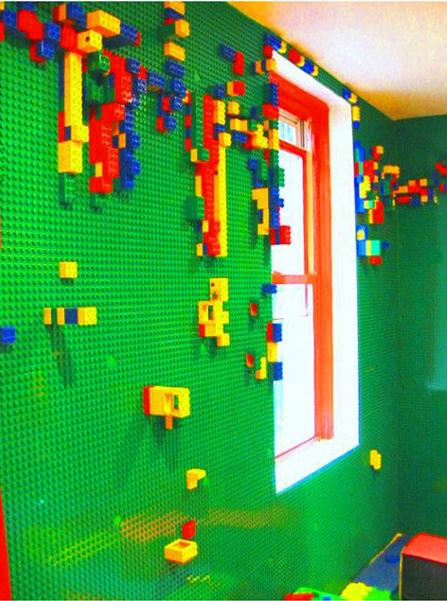 Decoração: quarto todo forrado com base de Lego