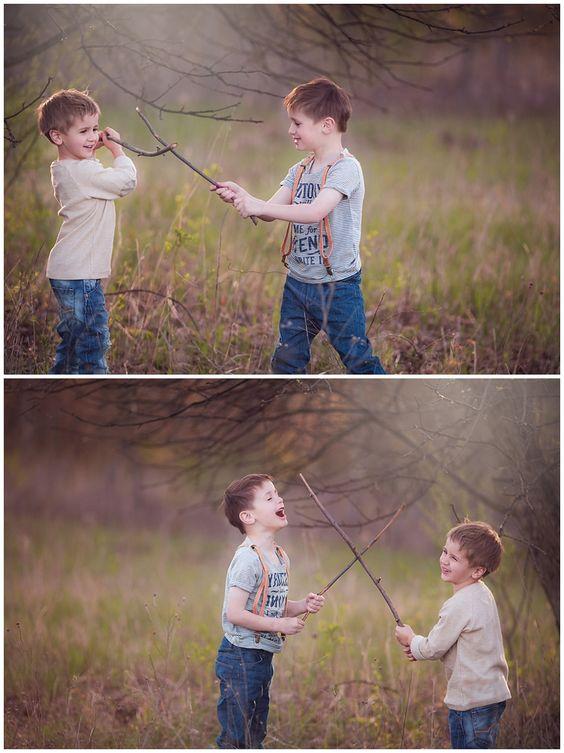 irmãos brincando