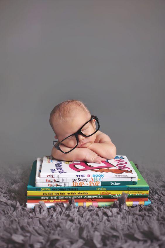 fotos de crianças com livros